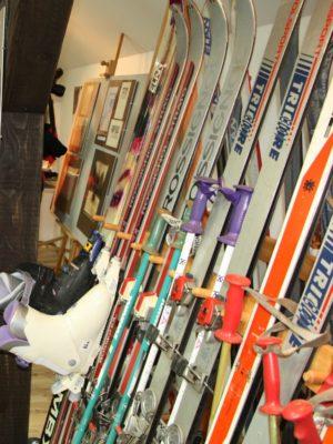 kolekcja nart w Muzeum Narciarstwa w Cieklinie